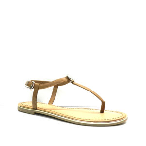 sandalia plana de color cuero