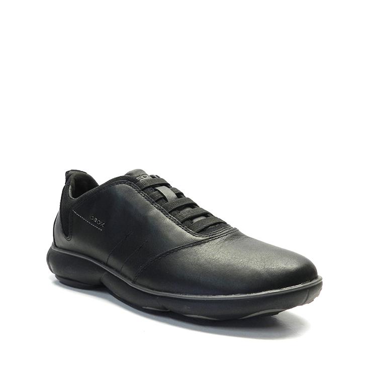 Zapatos con cordones blucher en napa con gomas, de color negro, marca Geox.