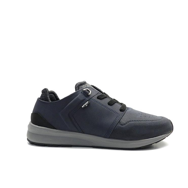 Zapatos con cordones con ante en color azul y suela gris, marca Levi's.