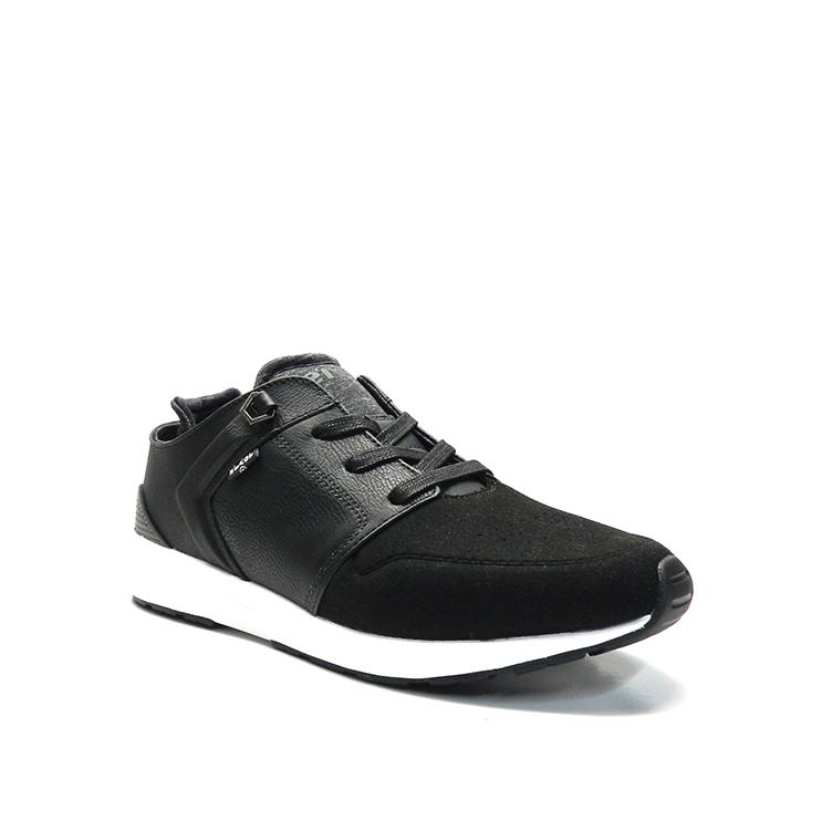 Zapatos con cordones con ante en color negro y suela blanca, marca Levi's.