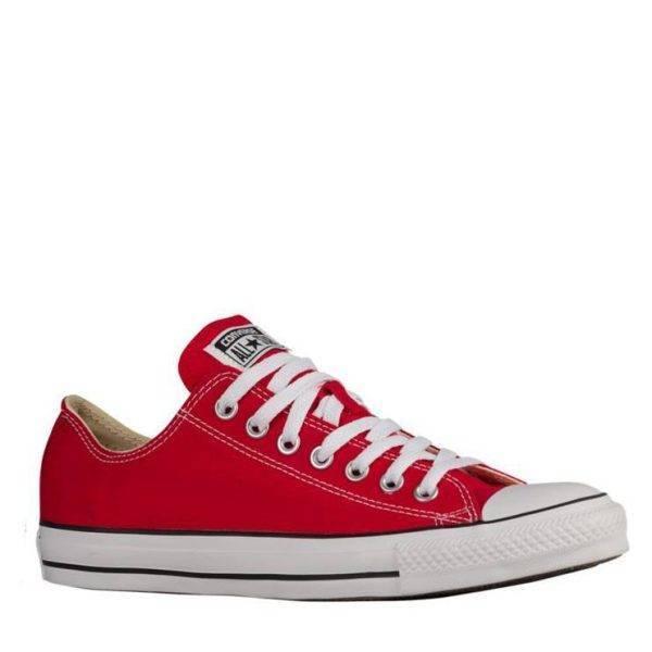 All star esportiu de lona color vermella marca converse.
