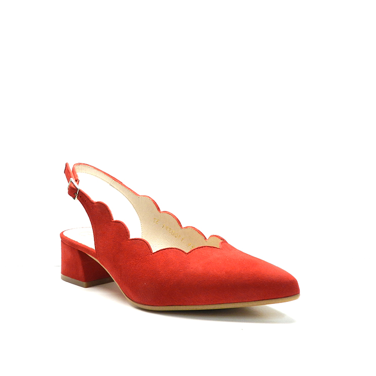 zapatos de salón con talonera abierta y ondas en el escote,de ante de color rojo