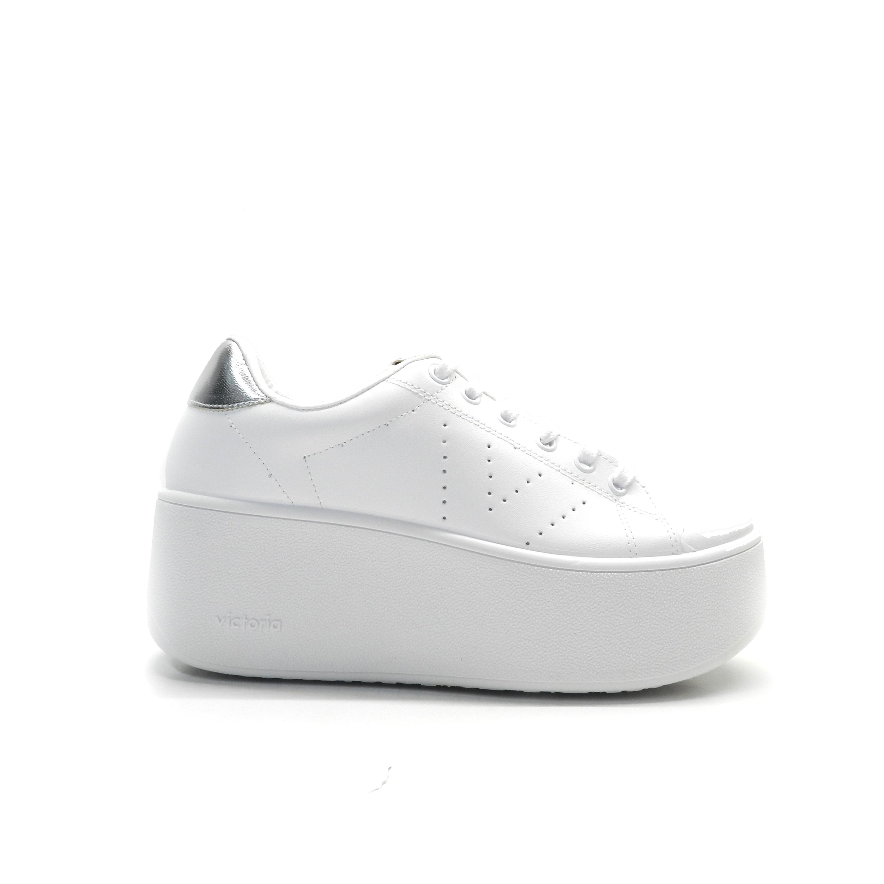Sneakers de cordones y plataforma en piel de color blanco