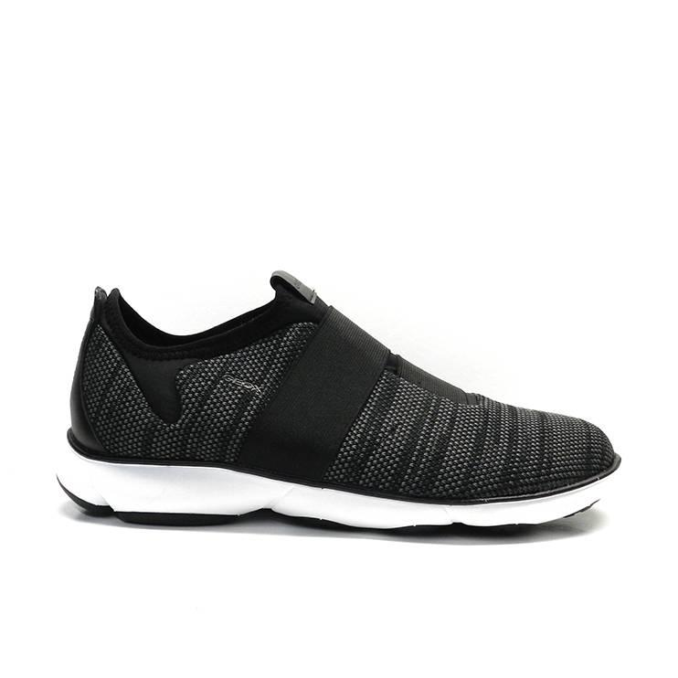 Sneakers, abotinado con gomas elásticas, marca Geox.