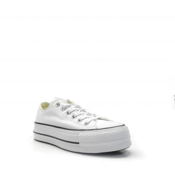 Sneakers, deportiva de lona en color blanco y con plataforma, marca converse.