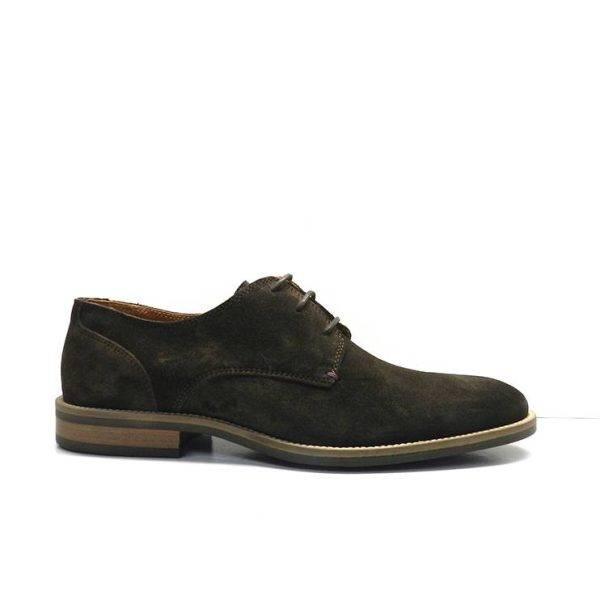 Zapatos de cordones,estilo ingles, de serraje de color marron,marca tommy hilfiger