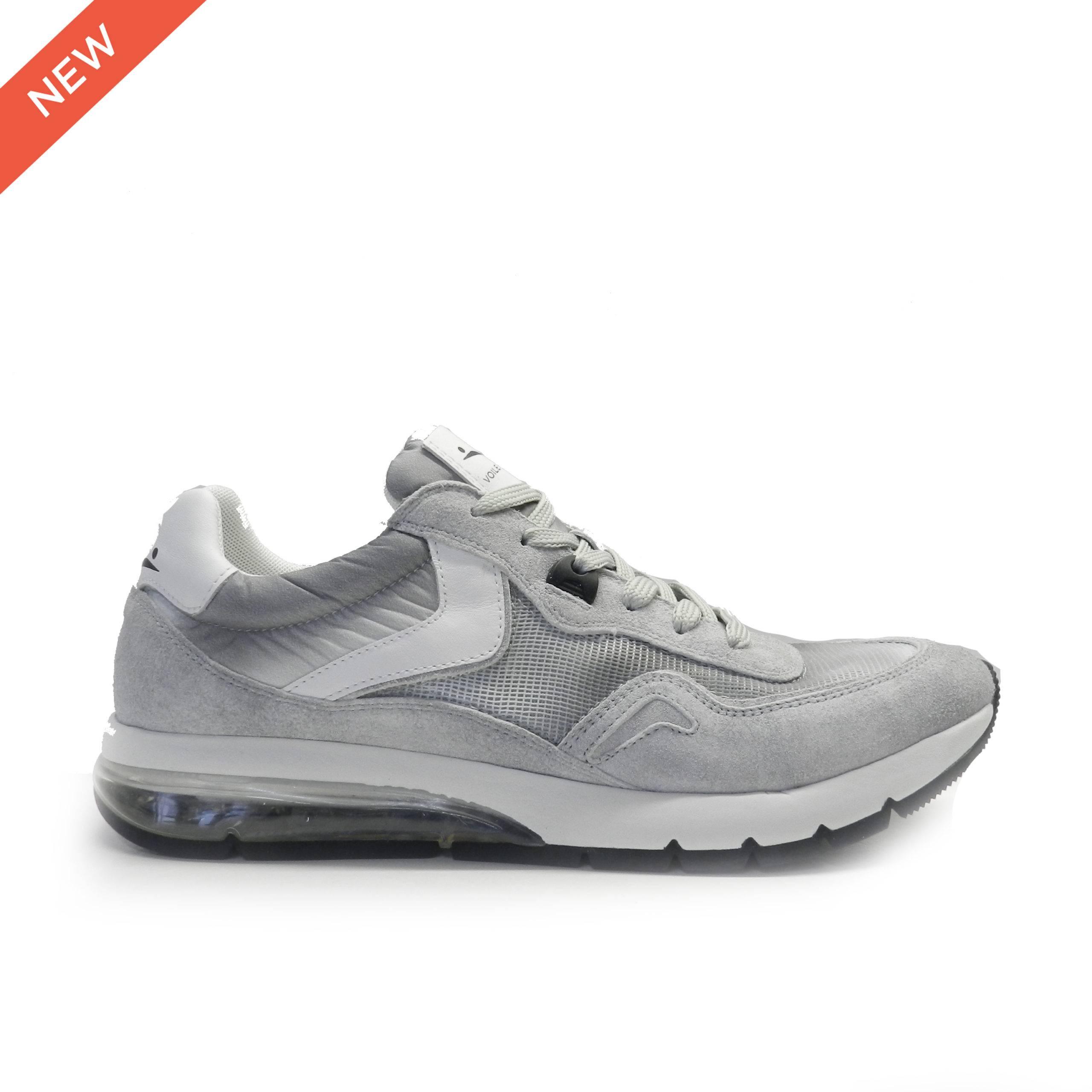 sneakers de cordones combinado en piel de nobuck y rejilla, tacón cámara transparente, marca Voile Blanche.