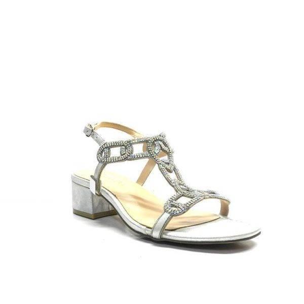 sandalias de piel napa con tiras caladas adornadas con brillantes, de la marca Alma en Pena.