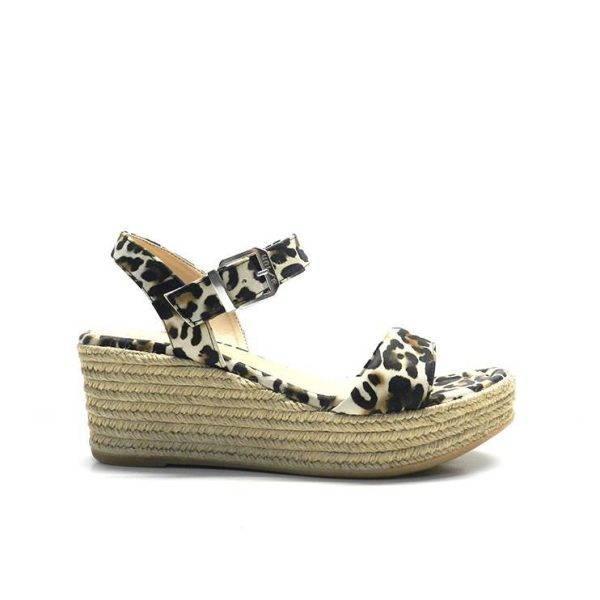 sandalias atadas al tobillo en animal print con cuña de yute,marca unisa