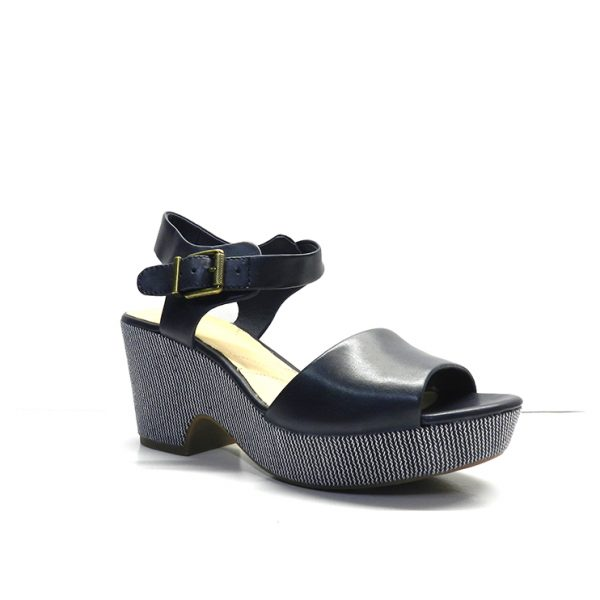 sandalias en piel de color azul marino y cuña rayada ,marca clarks