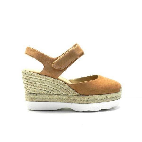 sandalias atadas al tobillo cerradas de punta en ante cuero con cuña de yute,marca unisa
