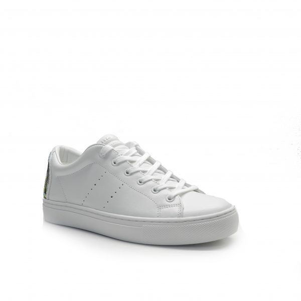 sneakers de piel de color blanco, con talonera brillante,marca skechers