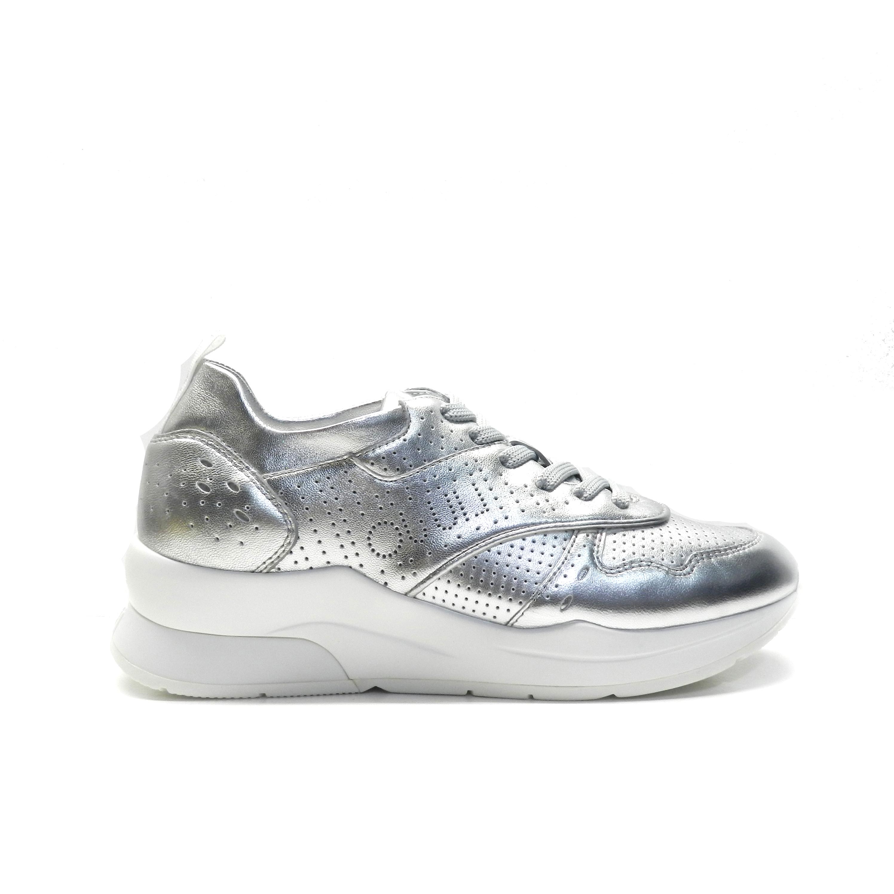 d4201834 sneakers en combinación de colores y diferentes texturas, de la marca  liu.jo.
