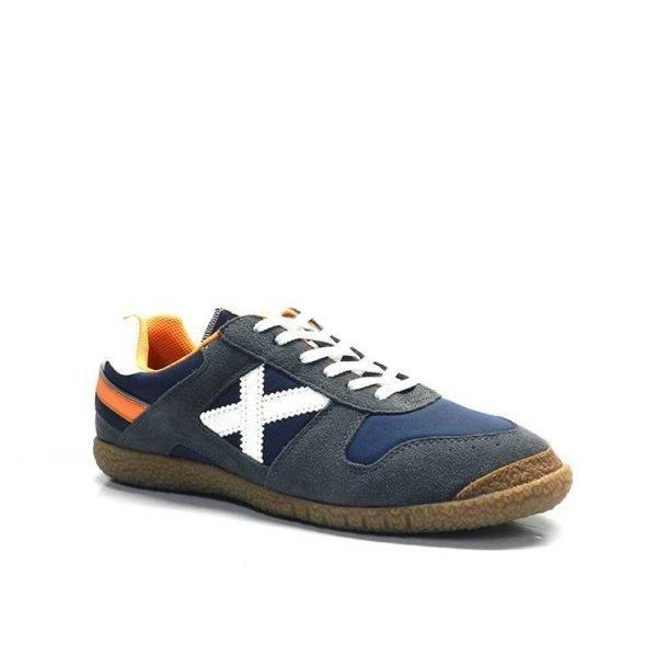 sneakers de color azul marino ,blanco y naranja ,marca munich