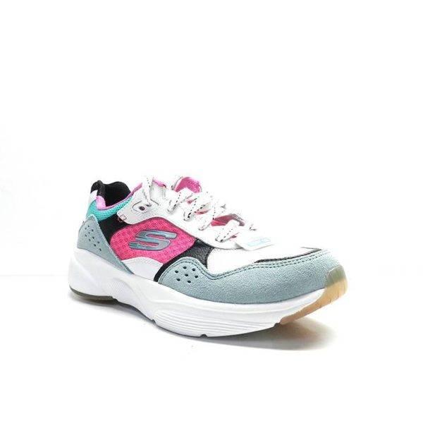sneakers de piel en combinación de colores y diferentes texturas , de la marca skechers.