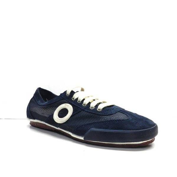 sneakers de cordones en ante y con rejilla de color azul marino de la marca aro.