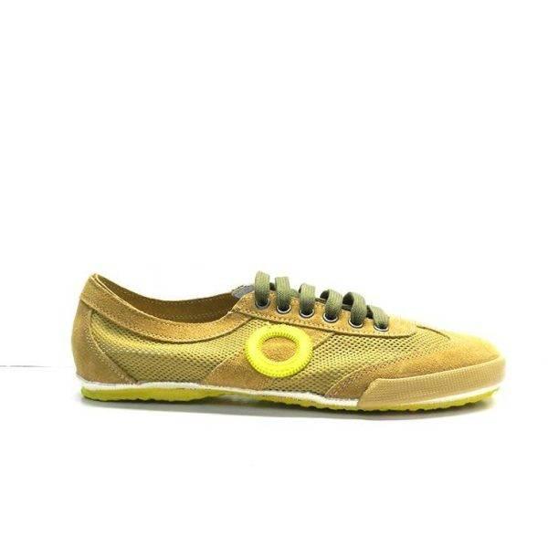 sneakers de cordones en ante y con rejilla de color amarillo de la marca aro.