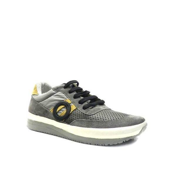 sneakers con cordones combinado en ante y napa picada de la marca aro.