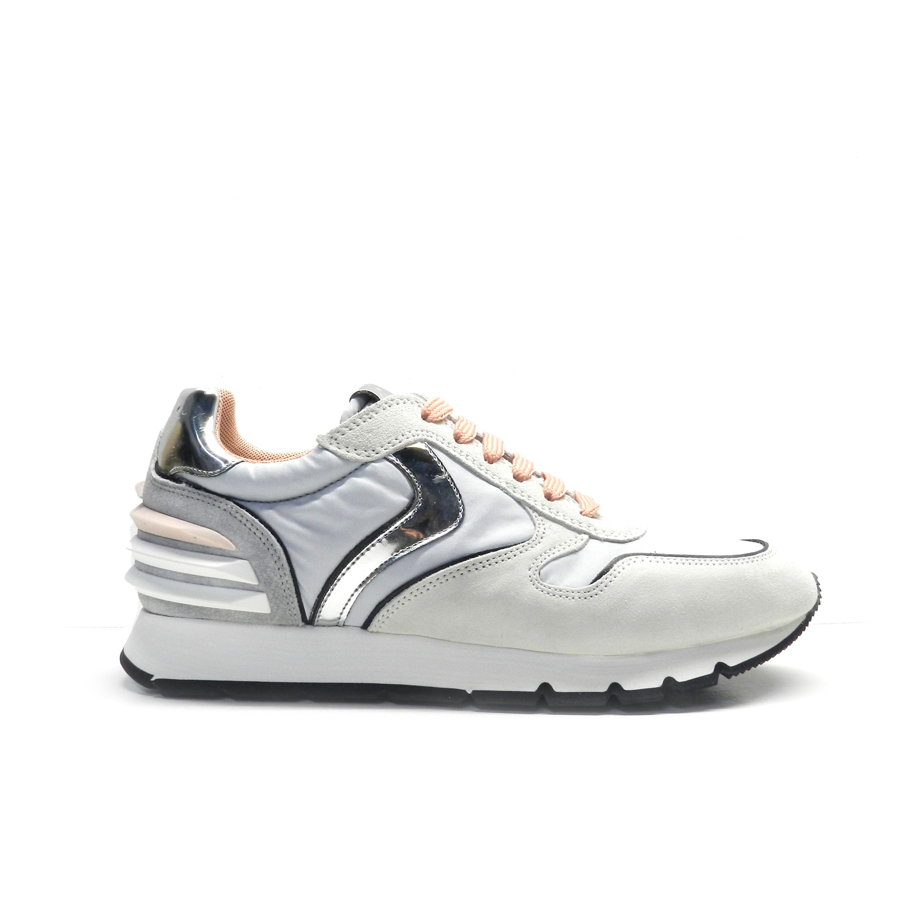 sneakers de cordones combinando colores y diferentes texturas, marca Voile Blanche.
