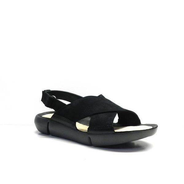 sandalias cruzadas de color negro planas, marca clarks