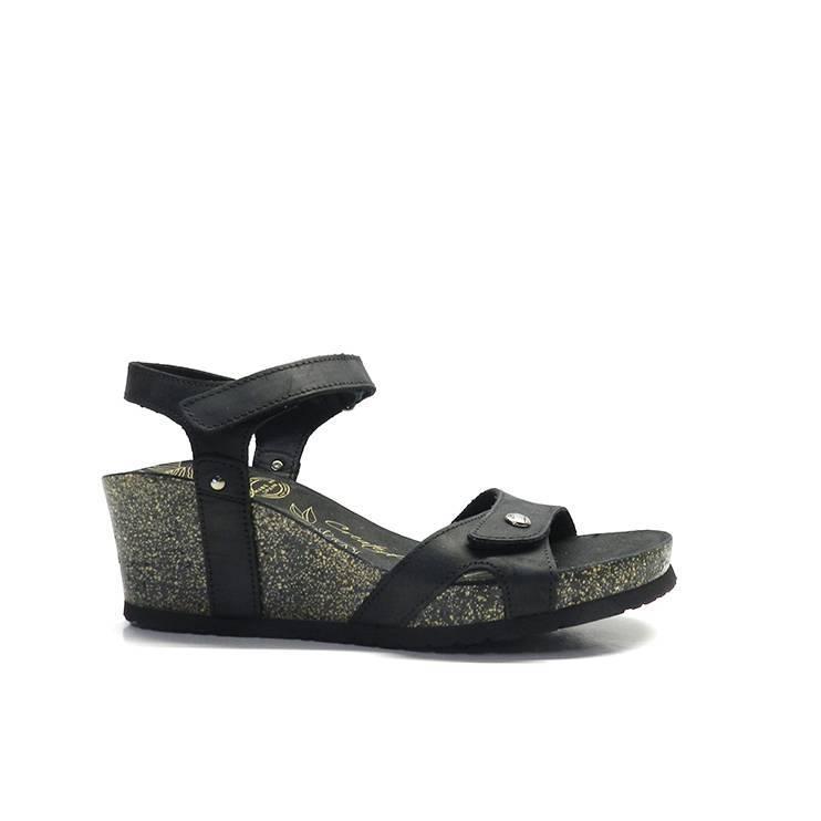 sandalias de napa con tiras de color negro, cierre con velcro y suela anatómicade la marca panama jack.