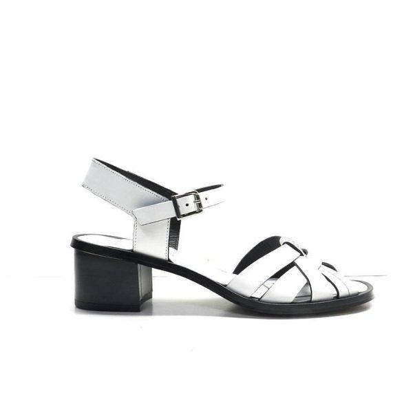 sandalias de piel blancas con vivo negro ,marca plumers