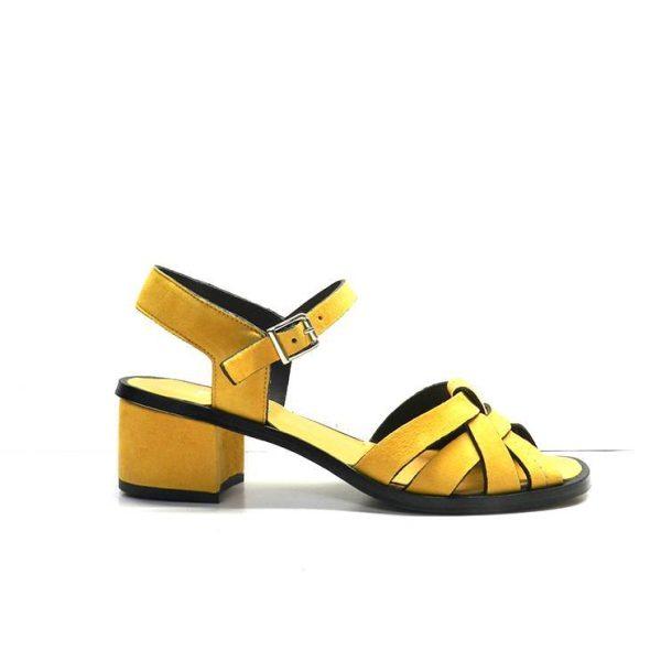 sandalias de nobuk de color ocre, marca plumers