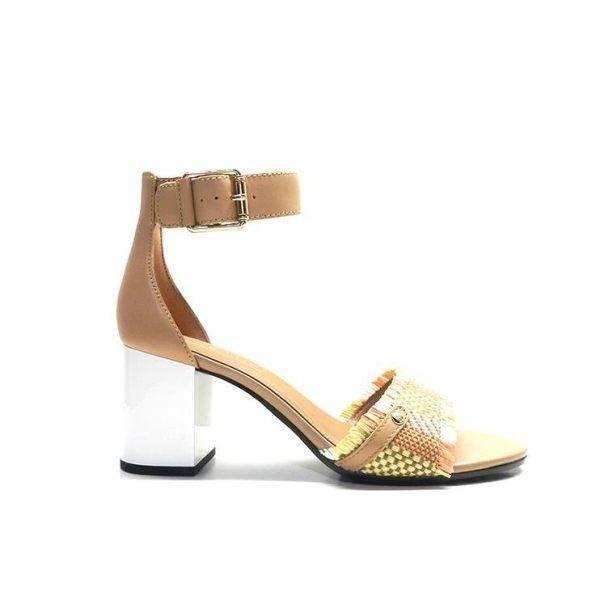 sandalias de piel de color cuero,con pala de rafia en cuero,salmon con flecos y tacon de color blanco,marca tommy hilfiger