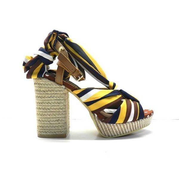 sandalias de tela de rayas en tonos marrones y atada a la pierna con tacon de yute, marca gioseppo