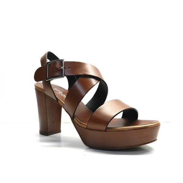 sandalias de piel en color cuero con tacon y plataforma, marca plumers