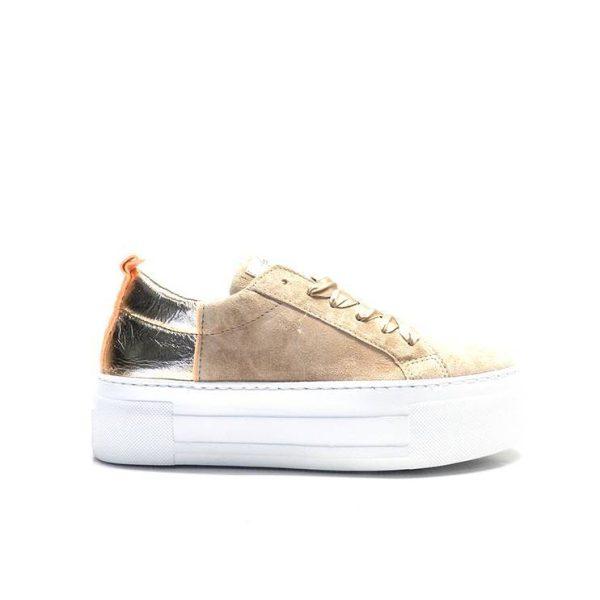 sneakers nobuck con cordones, talonera dorada y suela con plataforma de la marca alpe.
