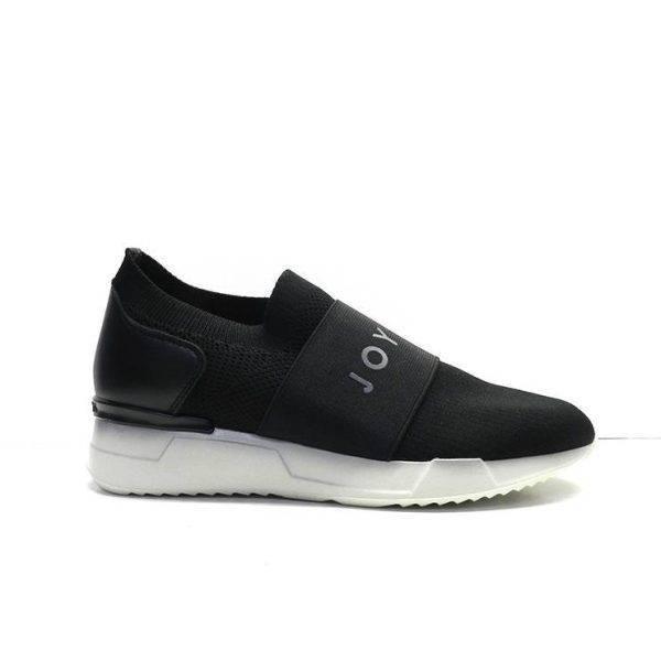 Sneakers abotinada de licra con goma ancha en el empeine de la marca hispanitas.