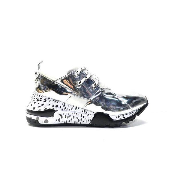 sneakers en plata y suela estampada,marca steve madden