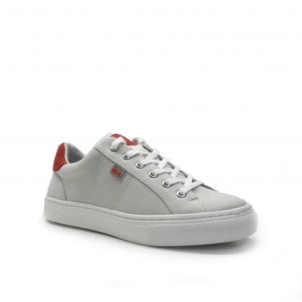 sneakers en lona con cordones y suela blanca, de la marca cool way.
