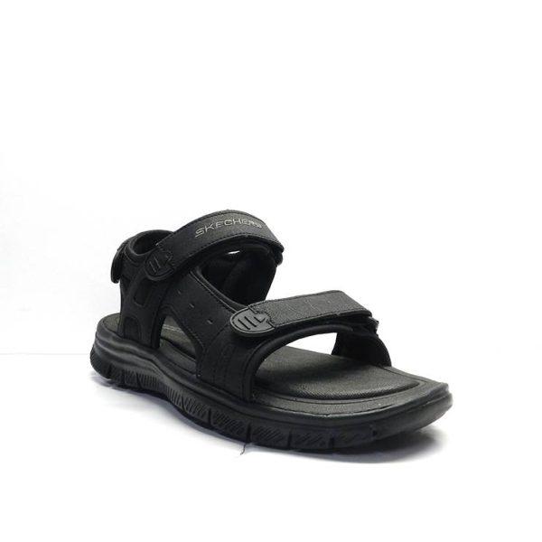 sandalias dos tiras con cierre de velcro de la marca skechers.