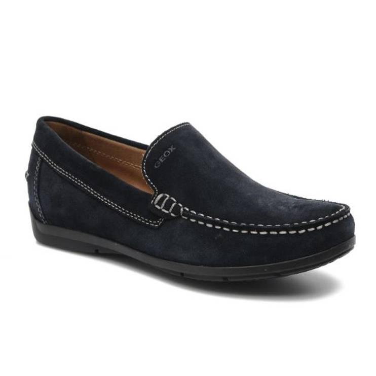 zapatos tipo mocasin en color azul, de la marca geox.