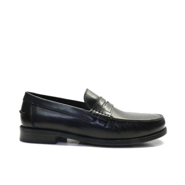 zapatos mocasín de piel con antifaz de la marca geox.