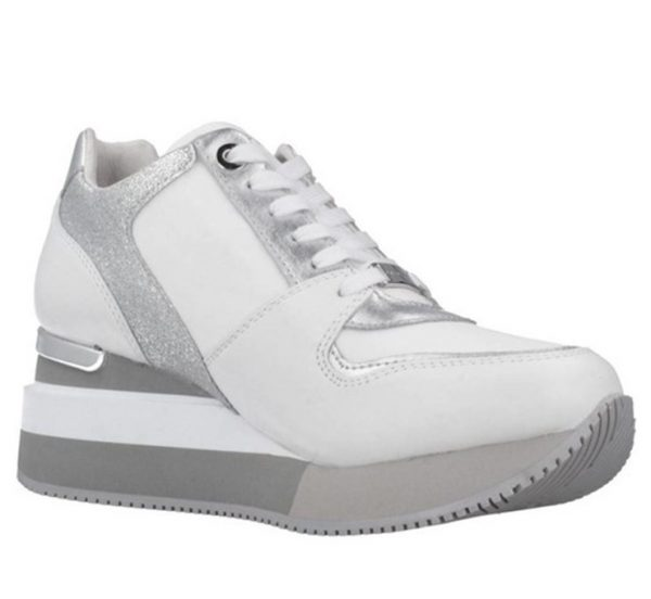 sneakers de piel combinada en tres texturas y con cuña de la marca Apepazza.