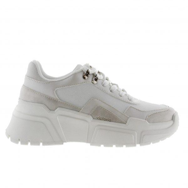 sneakers combinada en tela y serraje con suela gruesa de la marca victoria.